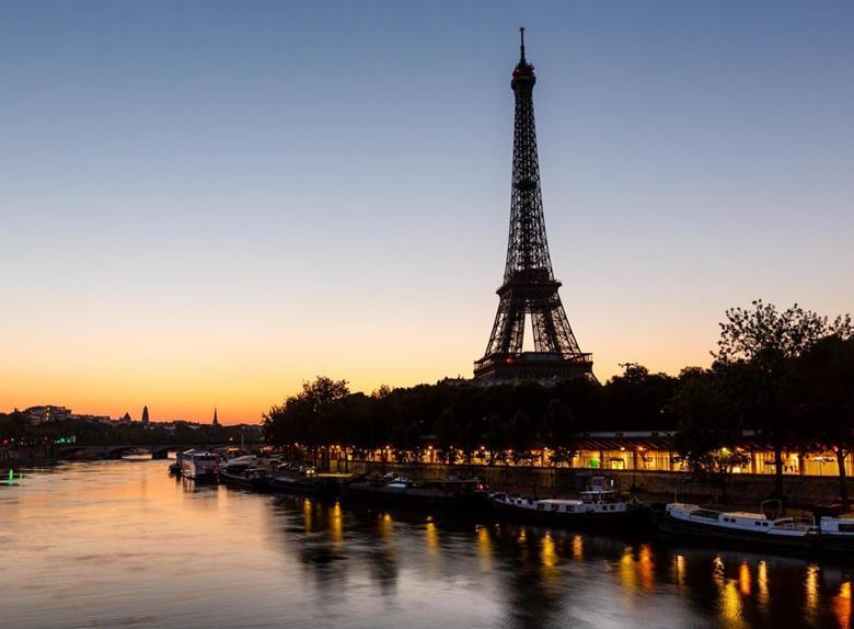 Private Illuminations Of Paris Night Tour Happytovisit Com