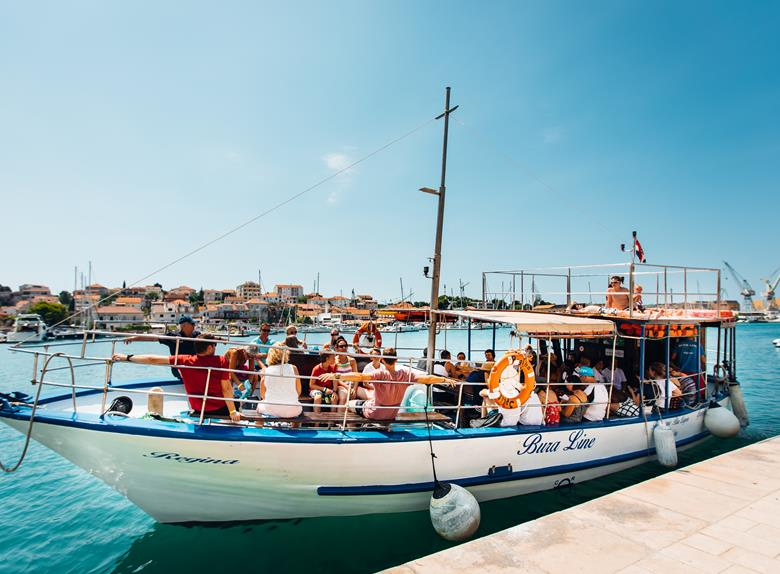 "Wynajem łodzi ""Regina"" - Private Daily Rent from Split and Trogir (for up to 48 People)"