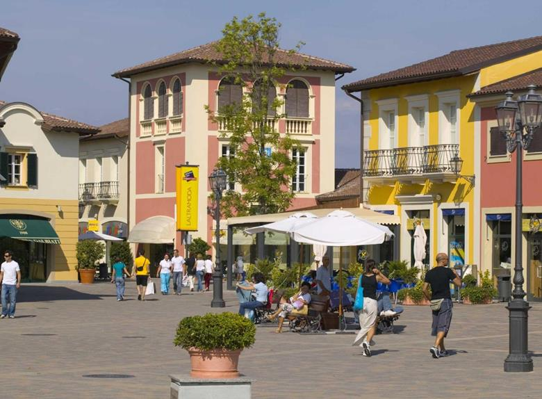 Shopping tour from milan visit serravalle designer outlet for Milan outlet shopping