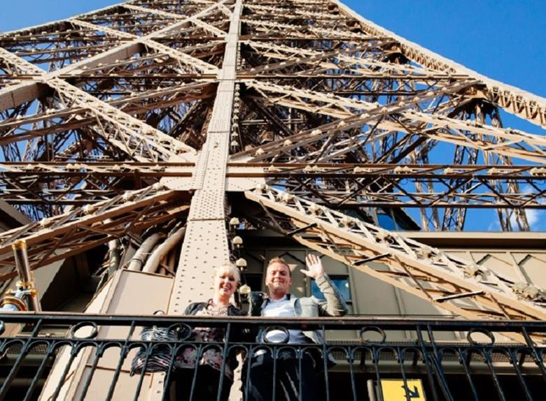 Paris Skip-the-Line: Eiffel Tower Guided Tour to the 2nd Level