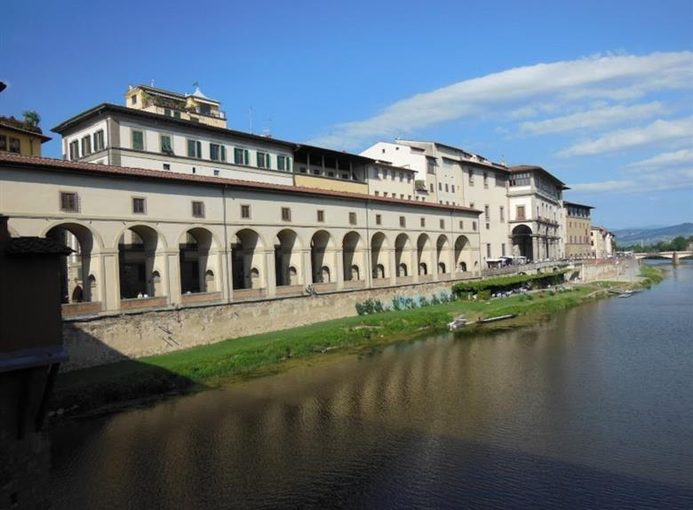 Guided Tour of Uffizi Gallery AM & PM with Skip the line Tickets from Florence