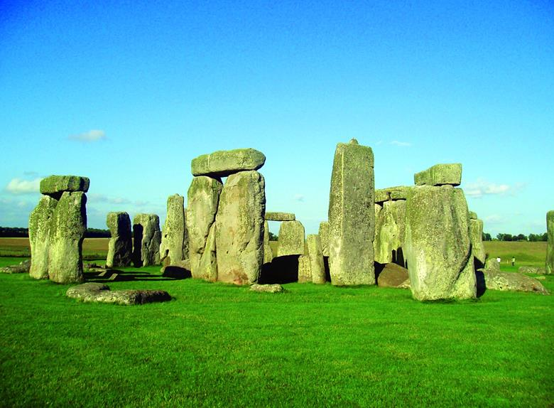 Mysterious Stonehenge - Full Day Tour from London