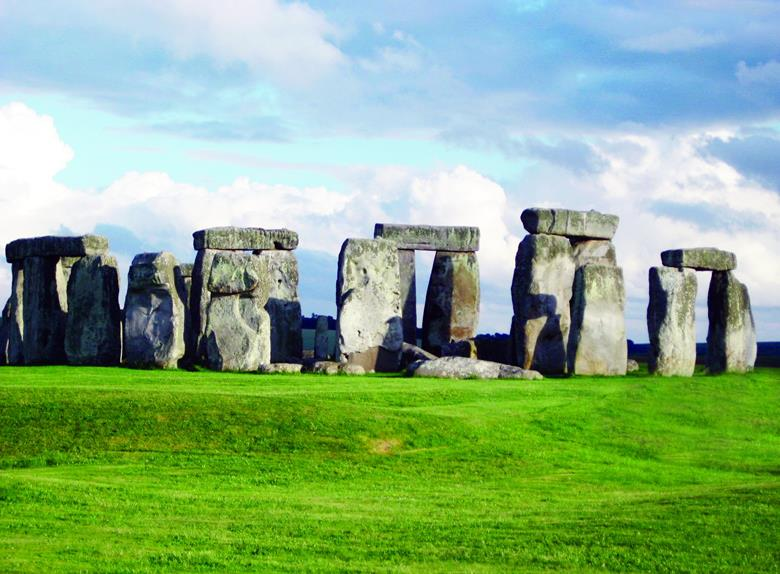 Visit the best of England on one of the Daily Tours from London