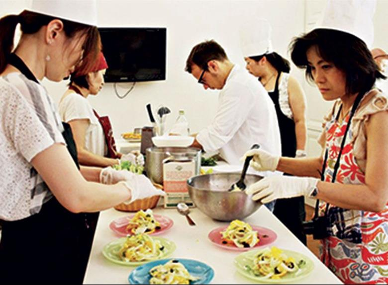 Take a Cooking Class in Florence with Dinner