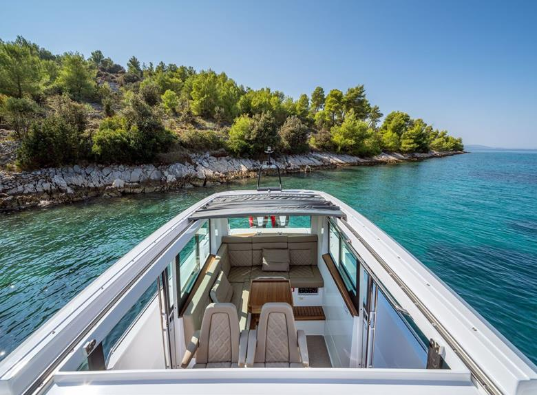Taxi Transfer by speedboat Miss G from Split (for up to 12 people)