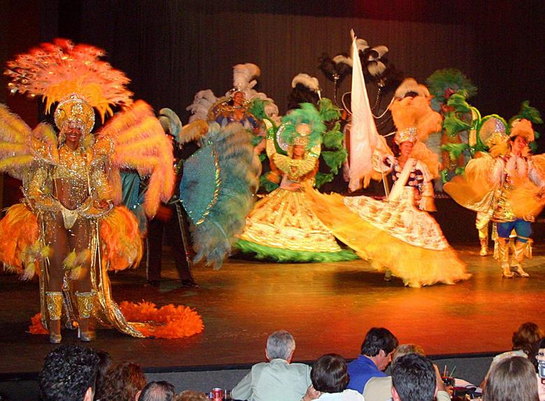 Tour from Foz do Iguacu: Dinner Show at Rafain