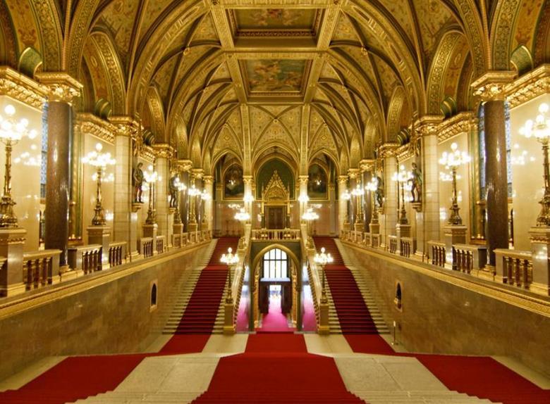English Tour Hungarian Parliament