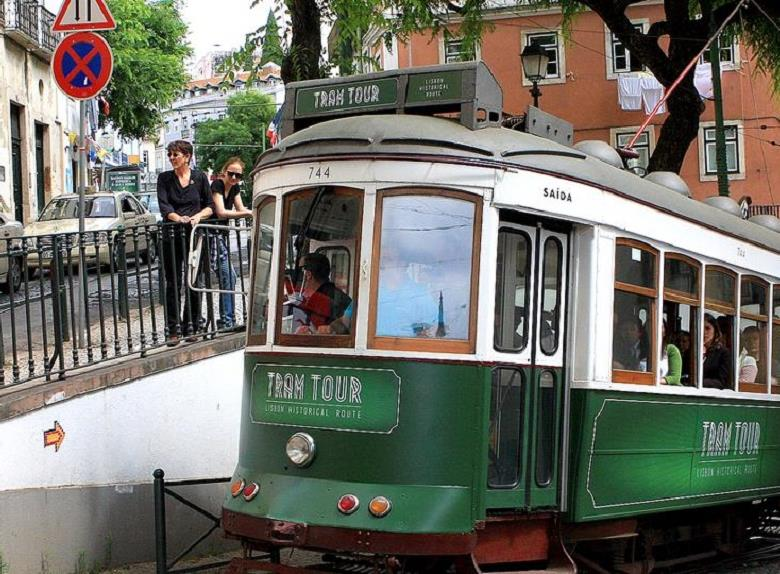 All-In-One Lisbon Hop-On Hop-Off Bus, Tram and Boat tour(72h)