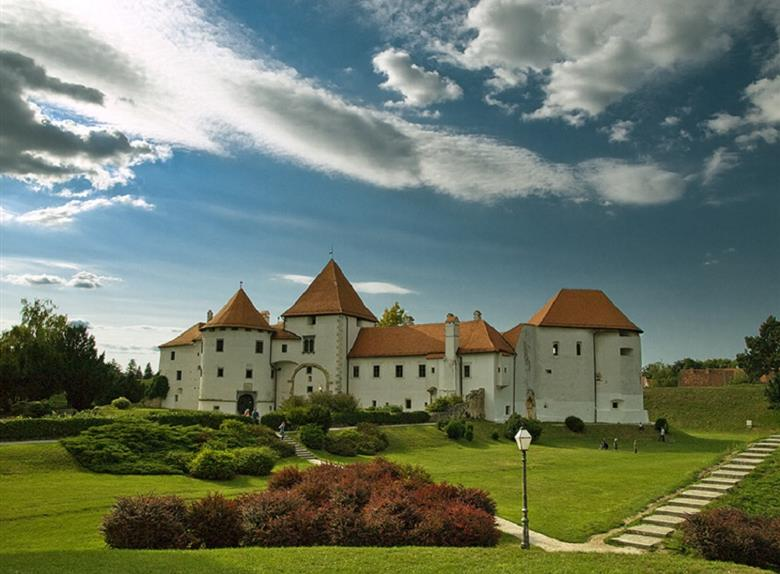 Discover Varazdin and Trakoscan Castle