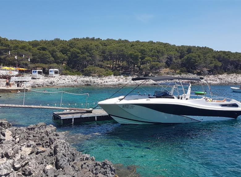 Visit Blue Cave and 5 Islands with Luxury Speedboat from Split