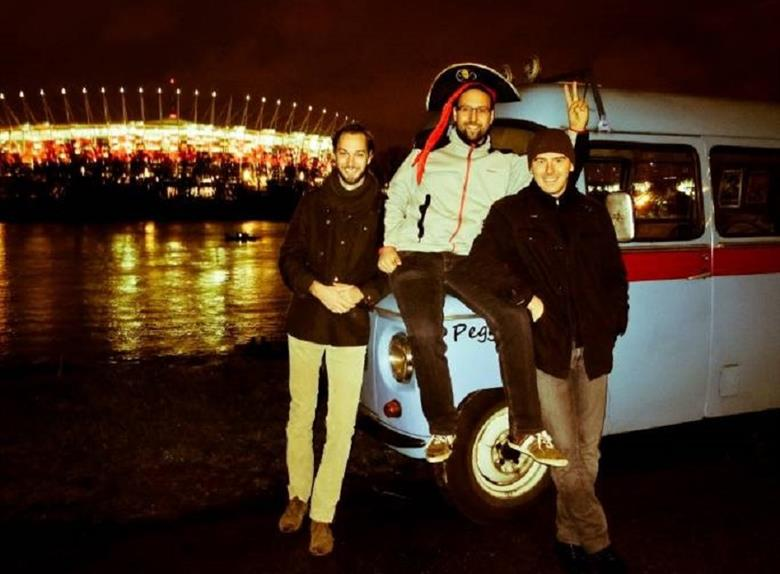 Warsaw Night Sightseeing and Pub Crawling Tour by Nyssa Van