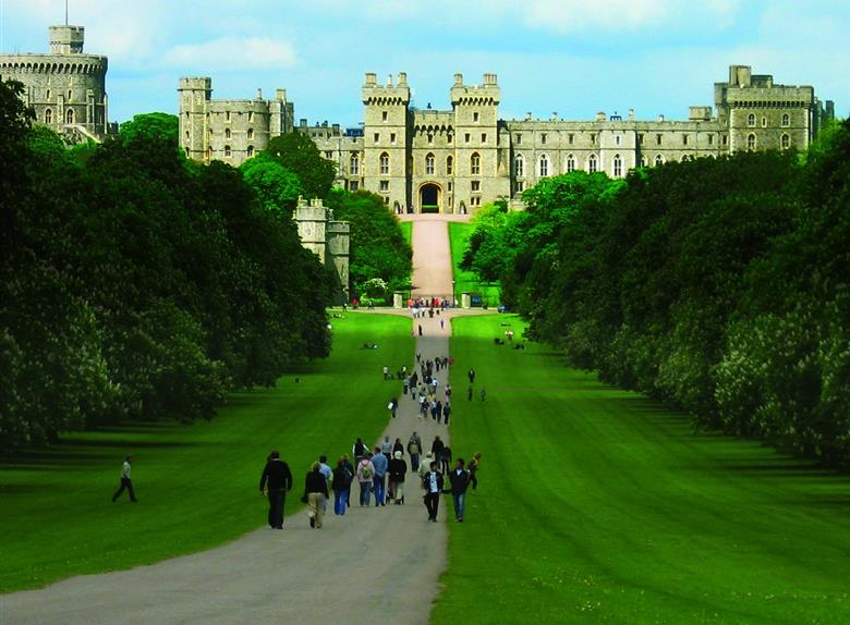 Tour of Windsor Castle from London