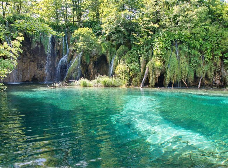 Private Transfer from Split to Zagreb with Visit of Plitvice Lakes (for up to 8 people)